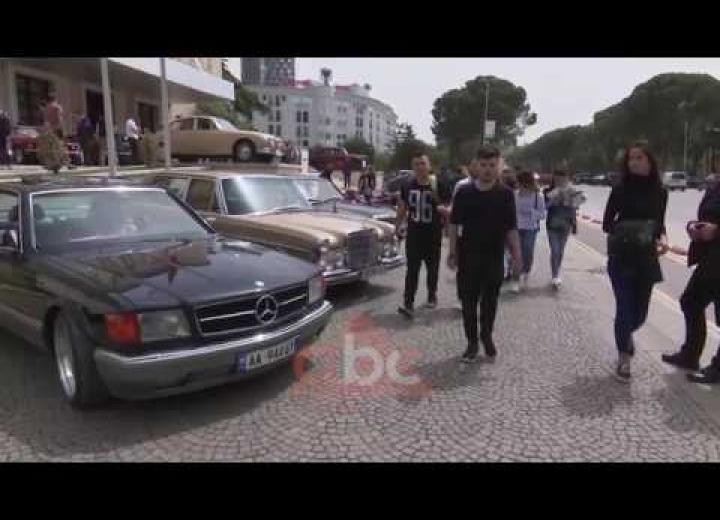"Dhjetera makina ""retro"" zbarkojne tek Kryeministria | ABC News Albania"