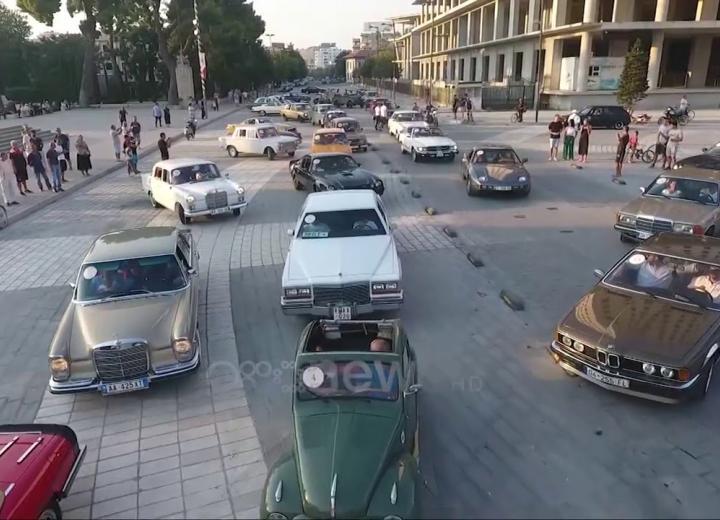 Ora News - Parada e makinave Retro në Vlorë