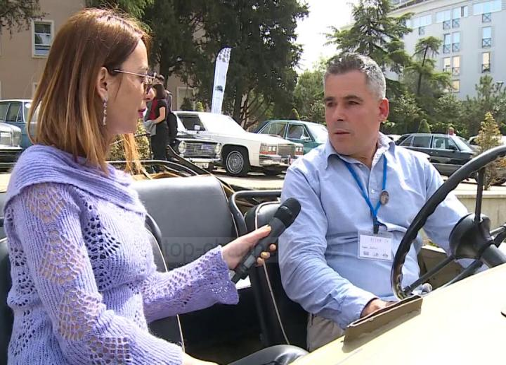 Makinat vepra arti. Ekspozohen në Tiranë automjetet e restauruara - Top Channel Albania